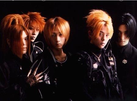 韓国ボーイズグループ「H.O.T.」のKANGTAが、パーソナリティを務めるラジオ番組で「H.O.T.」の曲をファンに聞かせた。(提供:OSEN)