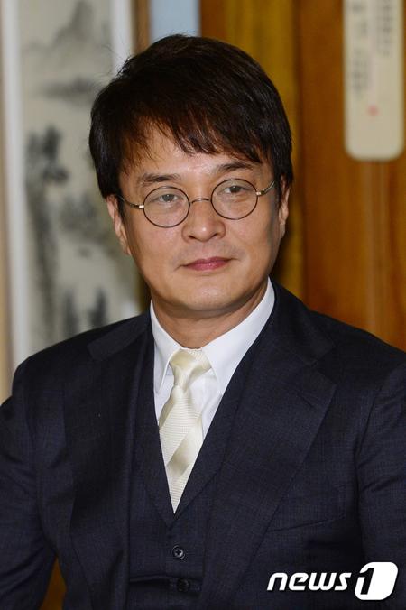 俳優チョ・ミンギ、女子大生へのセクハラ疑惑で教授職を辞任か…事務所側「確認中」