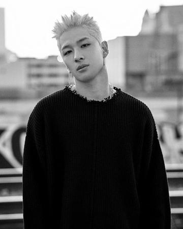 韓国ボーイズグループ「BIGBANG」メンバーのSOL(29)が、ファンにかわいらしくあいさつをした。(提供:OSEN)
