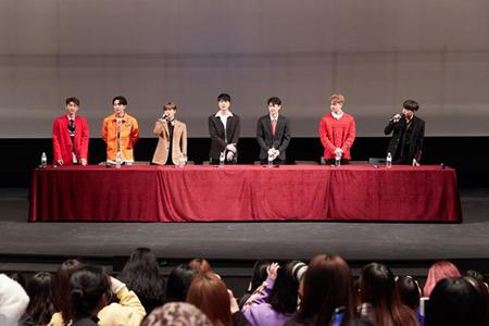 韓国ボーイズグループ「iKON」が、釜山(プサン)のファンと楽しい思い出を作った。(提供:OSEN)