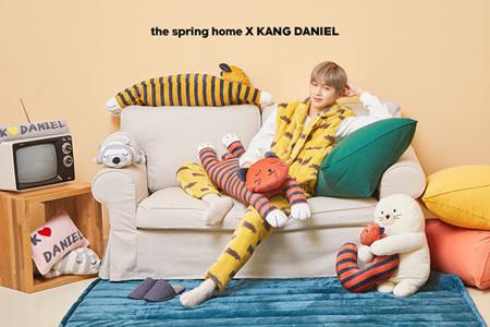 韓国ボーイズグループ「Wanna One」メンバーのカン・ダニエルと寝具・インテリアブランドのThe Spring Homeが、専属モデル契約を延長した。(提供:OSEN)