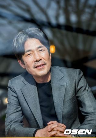 """韓国俳優オ・ダルス(49)が""""ミートゥー運動""""の次の加害者に浮上し、事実無根であることを主張しているが、JTBCのニュース番組に被害者を名乗る人物が登場し、新たな局面を迎えた。(提供:OSEN)"""