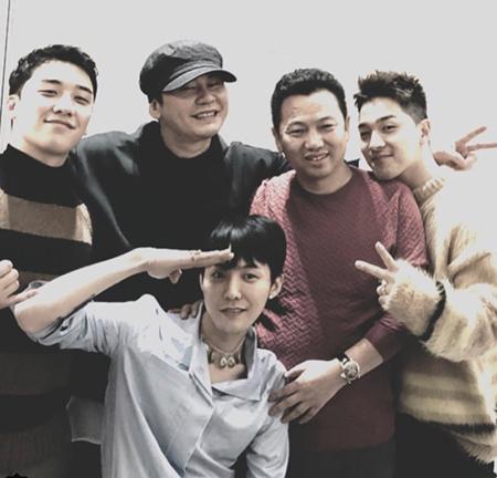 韓国ボーイズグループ「BIGBANG」のV.Iが、入隊直前のG-DRAGONとの写真をSNSに掲載した。(提供:OSEN)
