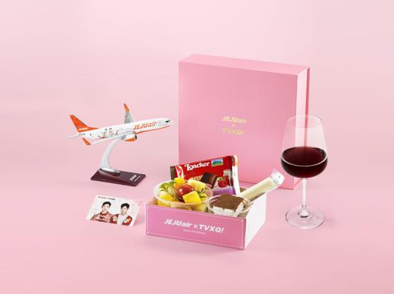 チェジュ航空、「東方神起」の限定版「スイートピンク」機内食販売開始! (オフィシャル)