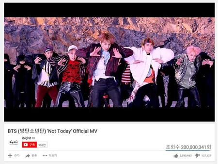 韓国ボーイズグループ「防弾少年団」の「Not Today」MVの再生回数が2憶回を突破した。(提供:OSEN)