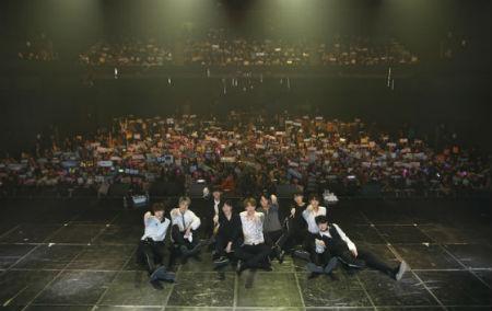 アイドル再起プロジェクト「THE UNIT」から誕生した「UNB」が3日、ソウル・漢南洞ブルースクエアで行われた「THANKS TO FANMEETING」を大盛況のうちに終えた。(提供:OSEN)