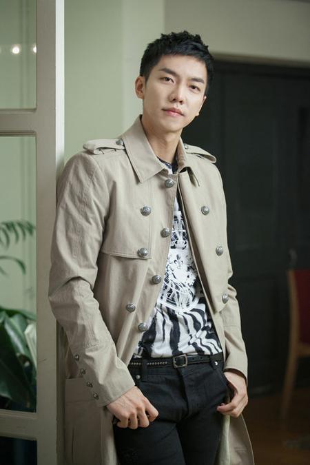 俳優イ・スンギ、出演作「花遊記」で起きたスタッフ転落事故に言及 「あってはならない事故…残念に思う」(提供:OSEN)