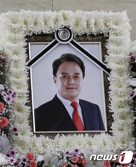 故チョ・ミンギ、きょう(12日)出棺=性暴行など関連事件は容疑者死亡で「公訴なし」終結