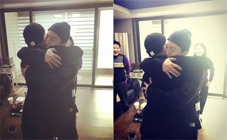 韓国俳優ドン・ヒョンベ(34)が実弟でグループ「BIGBANG」のSOL(29)入隊を応援した。(提供:OSEN)