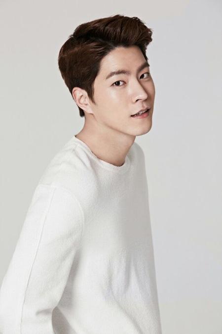 俳優ホン・ジョンヒョン、C-JeSエンターテインメントと専属契約(提供:OSEN)