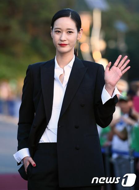 モデル出身の女優イ・ヨンジン、SBSプロデューサーと交際認める