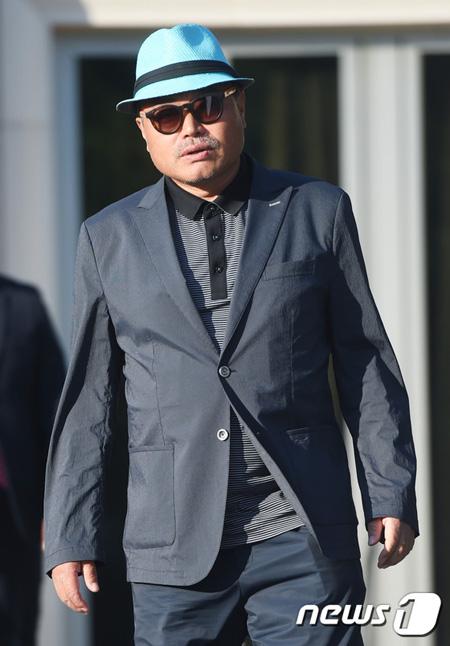 韓国歌手キム・フングクが性スキャンダルに巻き込まれた中、目撃者が登場し、新たな局面を迎えた。(提供:news1)
