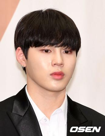韓国デジタル科学捜査研究所の鑑定結果、ボーイズグループ「Wanna One」メンバーのハ・ソンウンは悪口や19禁単語を使用していないことが分かった。(提供:OSEN)