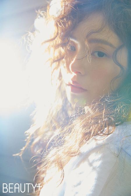 """""""SOLの妻""""ミン・ヒョリン、より美しさを増した完ぺきなビジュアル披露(提供:news1)"""