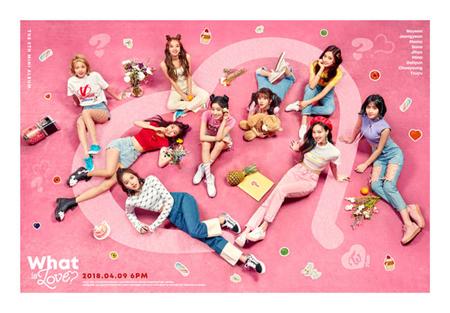 """韓国ガールズグループ「TWICE」の""""8連打""""パートナーはパク・チニョン(46)だ。「SIGNAL」以来、1年ぶりにパク・チニョンの楽曲で""""ヒット""""を予告している。(提供:OSEN)"""