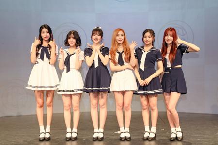 「GFRIEND」左からソウォン、ウナ、イェリン、シンビ、オムジ、ユジュ