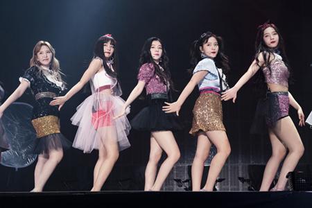 「Red Velvet」、日本初単独コンサートで2万人動員! 日本オリジナル楽曲のリリースも発表(オフィシャル)