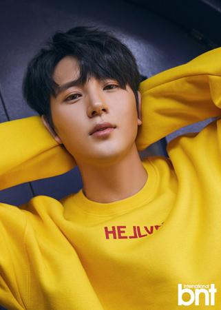韓国Mnet「君の声が見える5」の「Wanna One」編で優勝した新人歌手チャヒョク(28)が雑誌bntとのグラビア撮影をおこなった。(提供:OSEN)