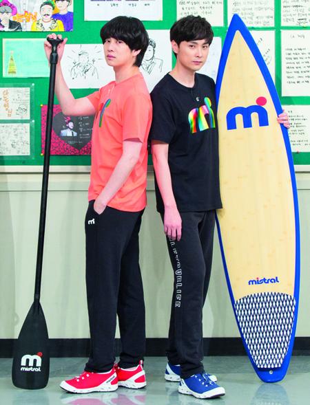 ヒチョル(SJ)、バラエティで共演中のミン・ギョンフン(BUZZ)と共にスポーツブランドのモデルに抜てき(提供:news1)