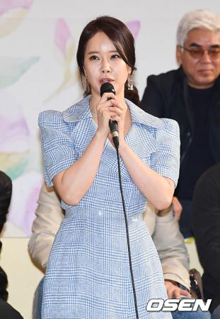 韓国歌手ペク・チヨン(42)が、13年ぶりに開催された北朝鮮・平壌(ピョンヤン)公演に参加したことについて「意義深い瞬間だった」とコメントした。(提供:OSEN)