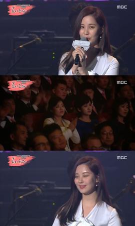 北朝鮮・平壌(ピョンヤン)で開催された南北合同公演で司会を務めたソヒョン(少女時代)が、北朝鮮の観客に希望のメッセージを伝えた。(提供:OSEN)
