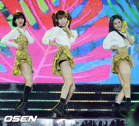 韓国ガールズグループ「OH MY GIRL BANHANA」側が、新曲「Banana allergy monkey」はアレルギー患者を戯画化しているという意見に対して「創作意図と違う解釈がなされている」と釈明した。(提供:OSEN)