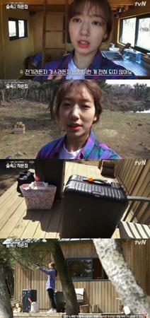 韓国女優パク・シネが、小さな家を紹介した後、とんでもない量の荷物を持ってきた。(提供:OSEN)