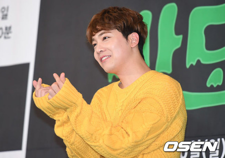 韓国男性バンド「FTISLAND」イ・ホンギがKBSクールFM「イ・ホンギのKISS THE RADIO」DJを降板することがわかった。(提供:OSEN)
