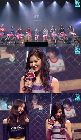 9日のNAVERのVライブでは、韓国ガールズグループ「TWICE」のショーケース「WHAT IS LOVE? 」が配信された。(提供:news1)