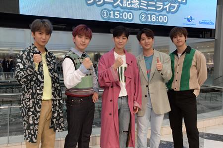 「B1A4」左からゴンチャン、サンドゥル、ジニョン、バロ、シヌゥ