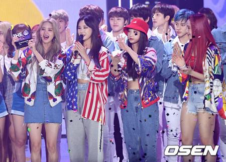 韓国ガールズグループ「EXID」の新曲が、音楽番組で1位になった。(提供:OSEN)