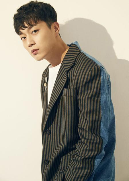 ユン・ドゥジュン(Highlight)、tvN新ドラマ「ゴハン行こうよ3」に出演確定(提供:OSEN)