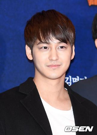 韓国俳優キム・ボム(28)が社会服務要員として訓練所に入所することが伝えられた中、所属事務所側は「正確な病名を明かすことはできない」と明かした。(提供:OSEN)