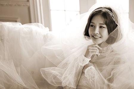 """【公式】パク・ウンジ、在米韓国人の会社員と結婚を発表=""""純白のドレス写真""""を電撃公開(提供:OSEN)"""