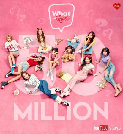 韓国ガールズグループ「TWICE」が「What is Love? 」ミュージックビデオ(MV)でK-POPガールズグループ史上、最短期間で5000万ビューを突破した。(提供:OSEN)