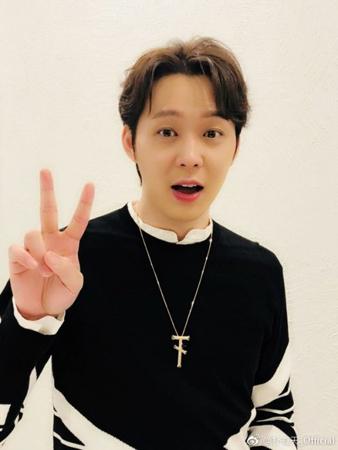 韓国ボーイズグループ「JYJ」メンバーのユチョンが、中国のファンに近況を伝えた。(提供:OSEN)
