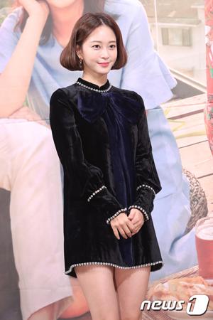 韓国女優ハン・イェスル(35)が20日にSNSで主張した医療事故とは、脂肪腫を除去する際に起きた左脇のやけどであることが分かった。(提供:news1)