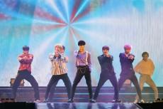 韓国ボーイズグループ「JBJ」が、7か月間のプロジェクトグループ活動を終える最後のコンサートを開催。メンバーは「終わりは新たな始まり」とグループ解散を控えた気持ちを明かし、涙を見せた。(提供:OSEN)