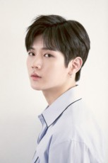韓国ボーイズグループ「NU'EST W」メンバーのレンが、心温まる善行で話題になっている。(提供:OSEN)