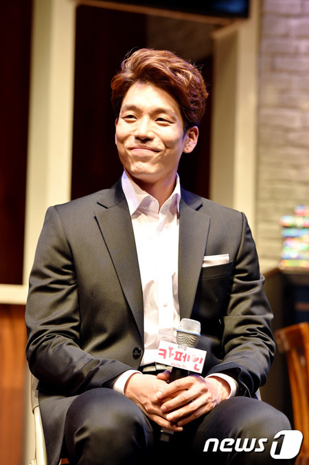 韓国アイドルグループ「2AM」イ・チャンミン(31)が、お見合いをして結婚すると爆弾宣言した。(提供:news1)