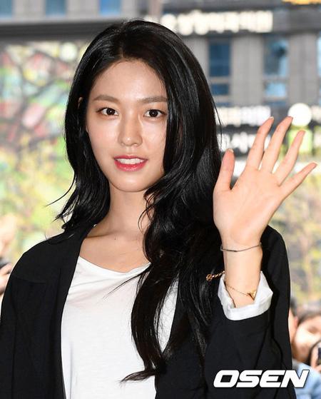 韓国ガールズグループ「AOA」ソリョンがバラエティ番組「集まってこそ旅立てる」で初めての単独女性ゲストとして出演する。(提供:OSEN)