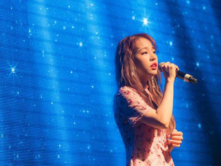 歌手ペク・アヨン、初の台北公演を成功裏に終了 「感動の涙…」(提供:OSEN)
