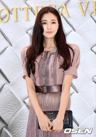 韓国女優キム・サラン(40)が、イタリア滞在中に墜落事故に遭った。現在、韓国で治療中だという。(提供:OSEN)