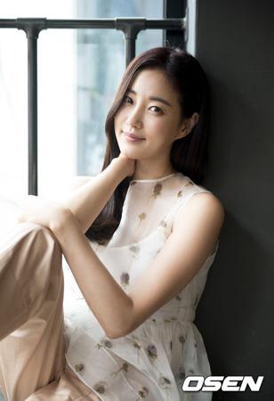 韓国女優キム・サラン(40)がマンホール墜落事故情報に関して「事実ではない」と明らかにした。