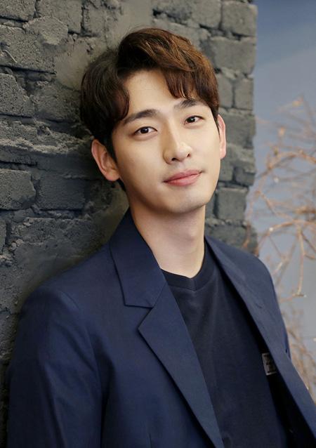 俳優ユン・パク、JYPエンターテインメントと契約満了前に再契約(提供:news1)