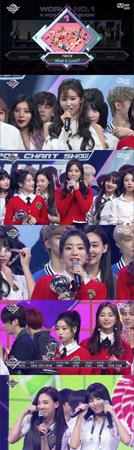 韓国ガールズグループ「TWICE」がMnetの音楽番組「M COUNTDOWN」で1位を獲得した。(提供:OSEN)