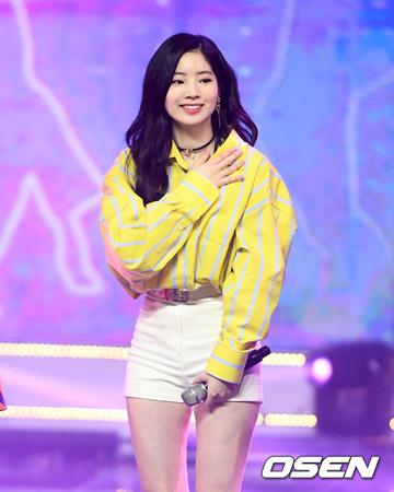 韓国ガールズグループ「TWICE」メンバーのダヒョンが、健康上の理由で音楽番組「Show! 音楽中心」に出演しなかった。(提供:OSEN)