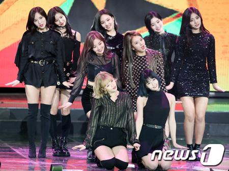 韓国与党の「共に民主党」は30日、「6.13全国同時地方選挙」に「TWICE」や「LADIES' CODE」など人気歌手の歌の替え歌を公式ロゴソングに選定したことを明らかにした。(提供:news1)