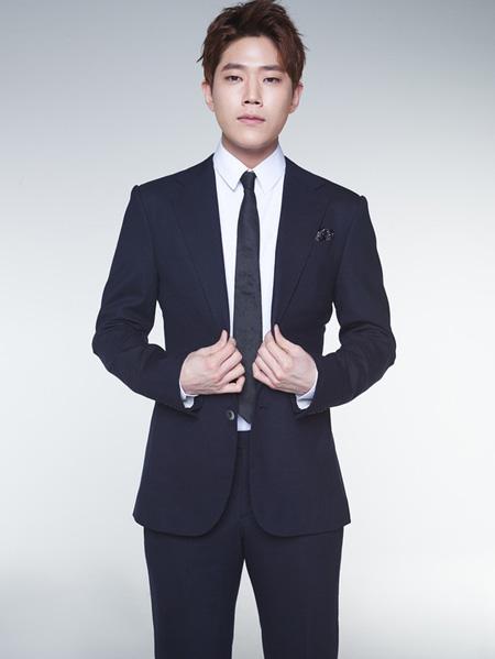 俳優トンハ、きょう(1日)現役入隊 「誠実に服務を終えてきます」(提供:news1)