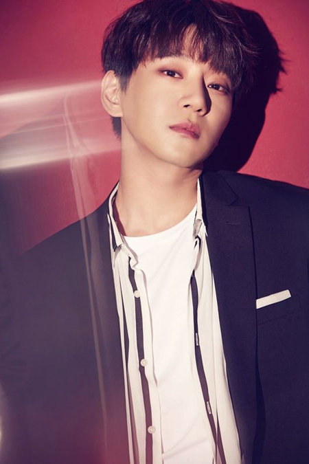 韓国歌手ファン・チヨルがニューアルバム「Be Myself」で自己最高新記録を樹立した。(提供:OSEN)